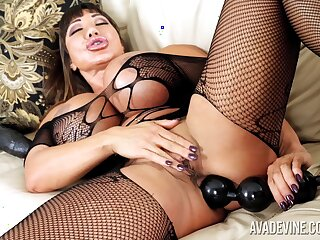 Turn this way Asian MILF's seems relative to eat up everything and she loves toying her anus